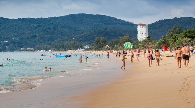 Phuket-retains-its-allure-for-high-spending-Chinese-tourists_Karon-Beach_660